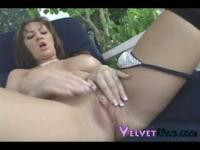 Kodie Coxxx fingers herself in lack of cocks