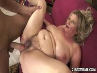 Here comes the granny expert to fuck this horny old pussy