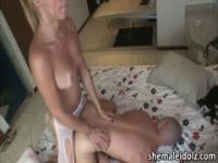 Blondie fucking her bald boyfriend
