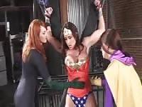 Wonder Woman and KnightGirl get masturbated