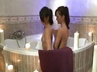 Erotische Lesben Sex in der Badewanne