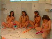 Teenie-Girlgroup und Spielzeug