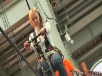 Eine Gruppe von Blondinen geht auf eine Wissenschaft fair