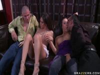 Frau mit busty Rachel Roxxx und Rachel Starr austauschen