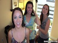 Übermütig Damen wollen mit Hadnsome Gefährten spielen