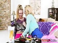 Sasha lehrt Cosima, wie man Orgasmus zu erreichen