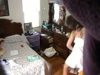 Voyeur Cam eines Teenagers in ihrem Zimmer nach einer Dusche
