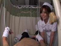 Voyeur video mit naughty Krankenschwester einen professionellen Blowjob zu tun