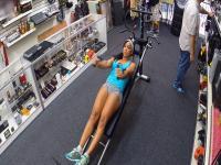 Muskel Frau will alles verkaufen eine Ausrüstung landet in gefickt