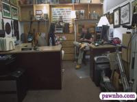 Verführerische Kunden Frau gefickt von Bauer Mann bei der Pfandleihe