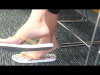 Candid Feet: Sexy Asian MILF Sandal Play