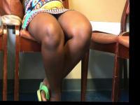 Schwanger Afrikanisch französischen Lady Voyeur Upskirt sitzend