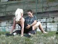 Junges Paar war geil in der Öffentlichkeit