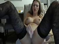 Squirtings on cam with a sexy blonde