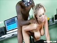 Katie Kox likes them black