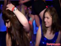 Tonguepierced partybabe facialized en fiesta