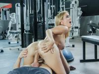 Spanish babe Valeria Blur gets her pussy ravished at the gym