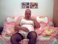 Fat girlsy posing #1