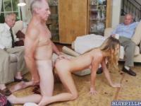 Heißes Babe Molly Mae schlug hart in Gruppen-Sex