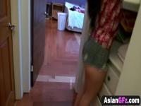 Novia asiática chupa Dick antes de novio sin piedad