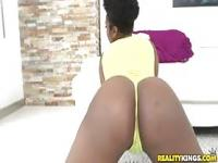 Reality Kings - Ebony chick shakes her booty