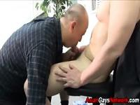 Amateur asian blow-job