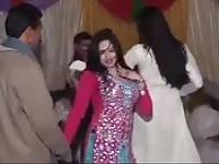 Fiesta de boda indio obtiene un poco de las manos