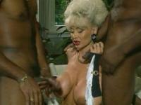 Dolly Buster - Milf von 2 schwarzen Jungs gefickt