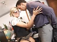 Blonde Sekretärin in sexy Dessous I10