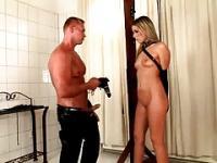 BDSM-Einleitung für eine süße Blonde