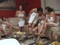 SÜßE GIRLS AUF TSCHECHISCHE LESBEN PARTY