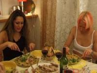 Français Le dîner des Lesbiennes 10