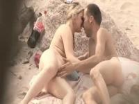Couple fun and blowjob in the beach