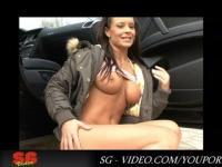 Street und Panty Pisser Lora Croft