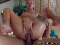 Cameron Canadas anal on masseurs table