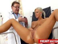 Beautiful czech blonde Nathaly Heaven vagina exam