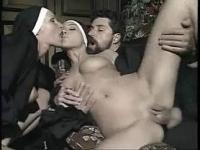 naked-sexo-monjas
