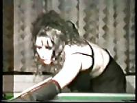 80er Jahre? Amateur Stripperin Gruppensex in Snooker-Halle