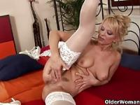 Hot granny Merilyn finger fucks her ass