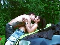 Young amateur brunette hottie fucked in the park