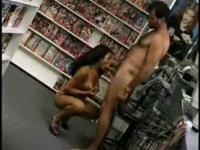 TIA Bella sexe Shop fellation