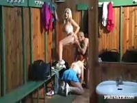 A threesome with two French in the dressing room