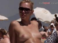 Pretty babe Topless on the Beach