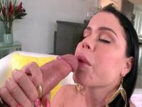 Brunette hoe giving deep throat and humping fat man sti