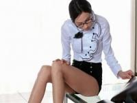 Sassy babe in glasses strips and works pussy on desk