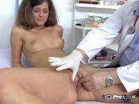 Sanitäter ruft Finger In Veronica's Pussy