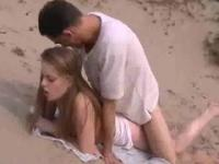 Amateurs fuck on the beach