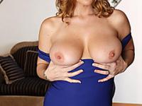Natural mature old cougar gets a hot facial