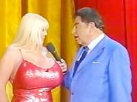 Kayla Kleevage - tv show - measure - sabadogigante - cunt showing