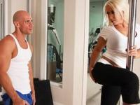 Busty blonde bombshell Sammie Spades fucks her personal trainer
